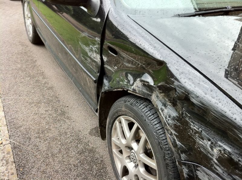 VW Golf Mk 5 body wprk repairs